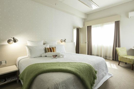 Jet Park Hotel & Conference Centre: Apartment bedroom