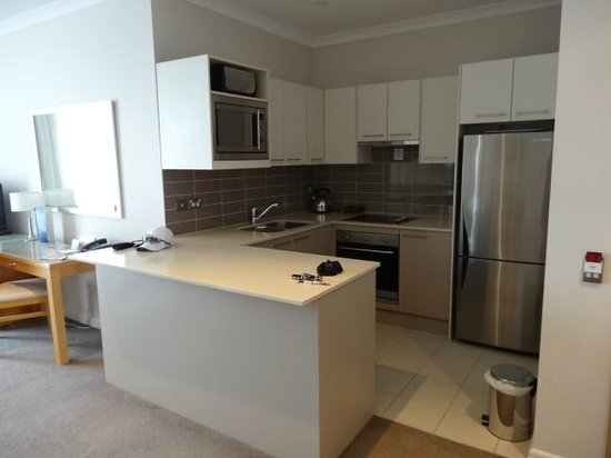 Mercure Kooindah Waters Central Coast: Well equipped kitchen