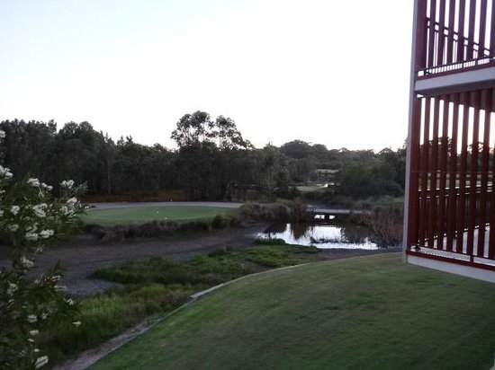 Mercure Kooindah Waters Central Coast: View of 10th tee from room 241