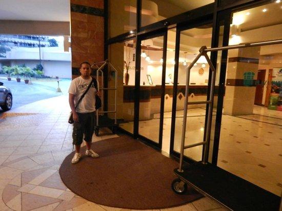 Plaza Paitilla Inn: entrada del Hotel