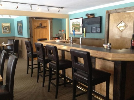 The Stamford Motel & Restaurant: nipper's cafe and steakhouse new bar
