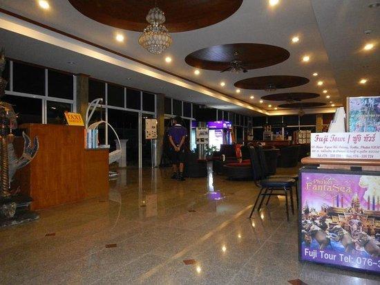 Tri Trang Beach Resort: Лобби