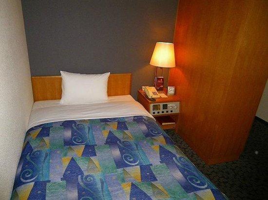 Hotel Il Viale Hachinohe Annex: 2階の激安客室(ベッドの寝心地良し)