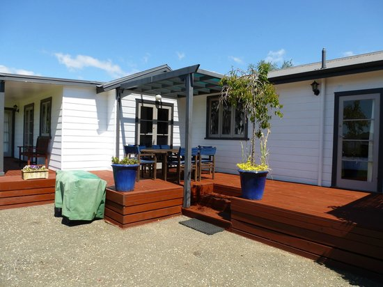Cottages on St. Andrews & Lodge On St Georges: Sunny deck and BBQ area