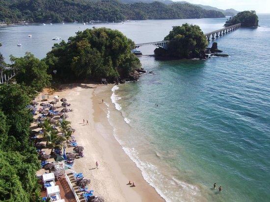 Grand Bahia Principe Cayacoa: View from the elevator down to the beach