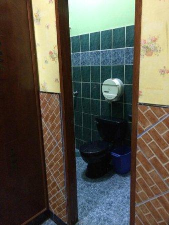 Hostal Suites Madrid: bathroom 104