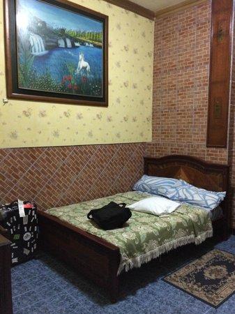 Hostal Suites Madrid: Inside room 104
