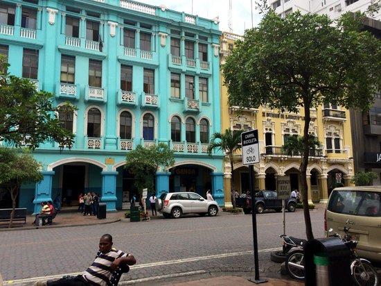 Hostal Suites Madrid : Guayaquil, 3 mins walk from Hostal