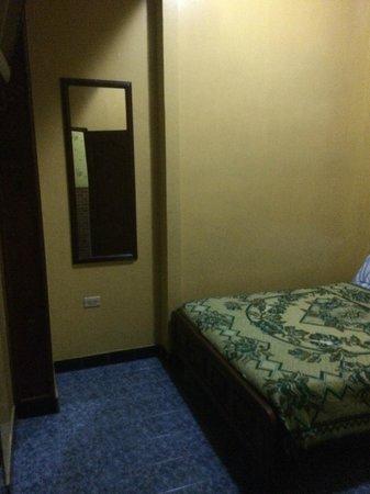 Hostal Suites Madrid : room 104