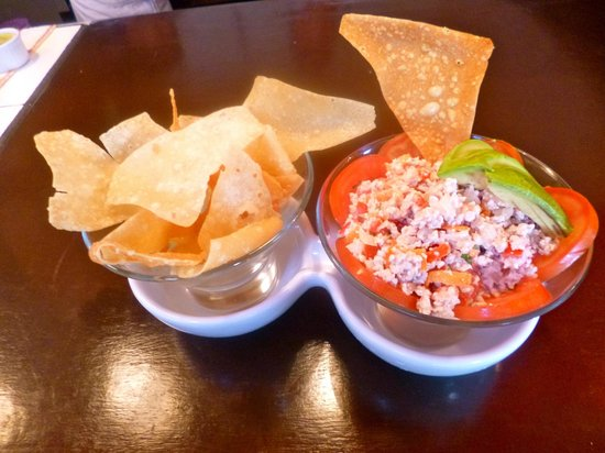Los Corazones Restaurant: Ceviche with fried wonton chips
