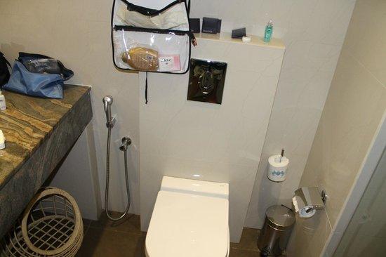 Mount Lavinia Hotel: Bathroom