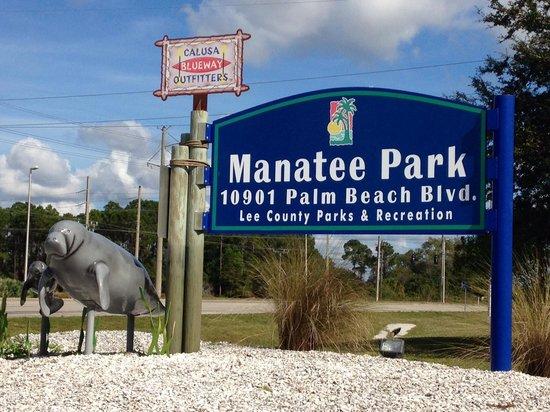 Manatee Park: Entrance to the park
