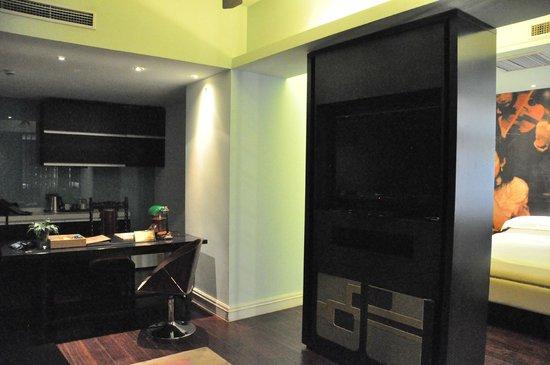 Gallery Suites: Sitting Area/Desk