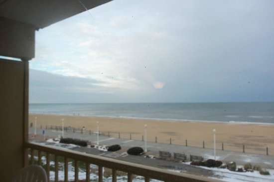 Travelodge Suites Virginia Beach Oceanfront : Balcony view