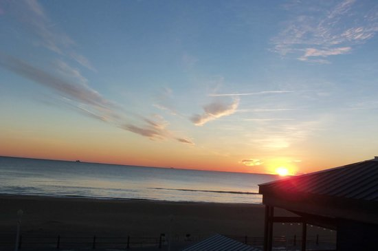 Travelodge Suites Virginia Beach Oceanfront: Sunrise
