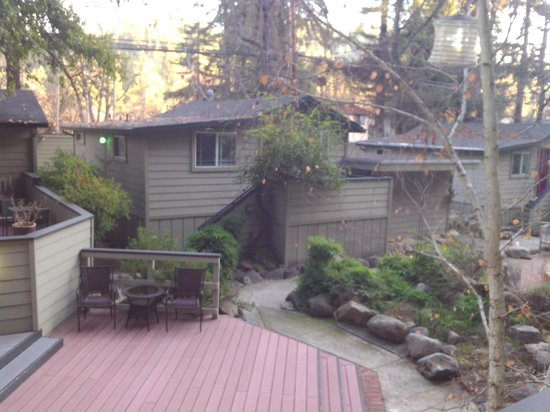 Cottages on River Road : nice patio area