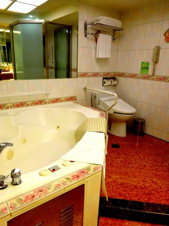 Cosmos Hotel Taipei: Room with jacuzzi