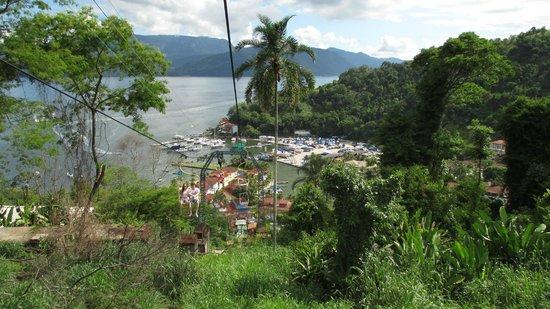 Portogalo Suite Hotel: Vista deslumbrante da baía pelo teleférico
