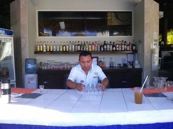 Laguna Suites Golf & Spa: Best bartender...