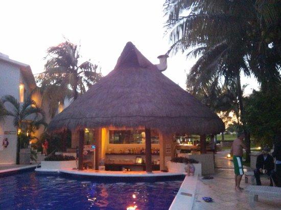 Laguna Suites Golf & Spa: Evening view