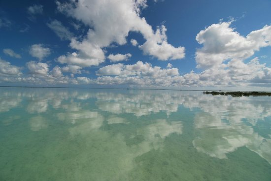 Swain's Cay Lodge : clouds on the Flats