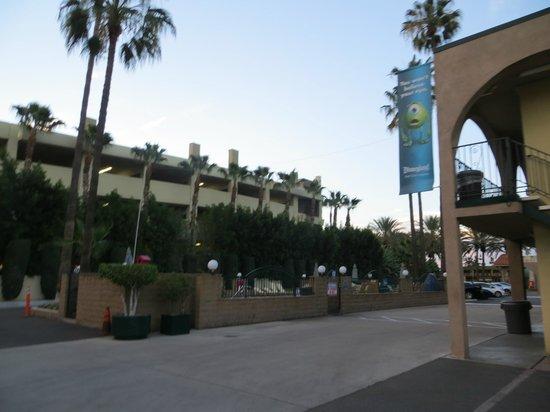 Super 8 Anaheim/Near Disneyland: Outside of hotel