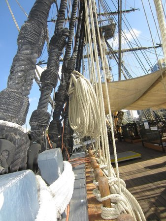 Maritime Museum of San Diego: Lots of ropes!!