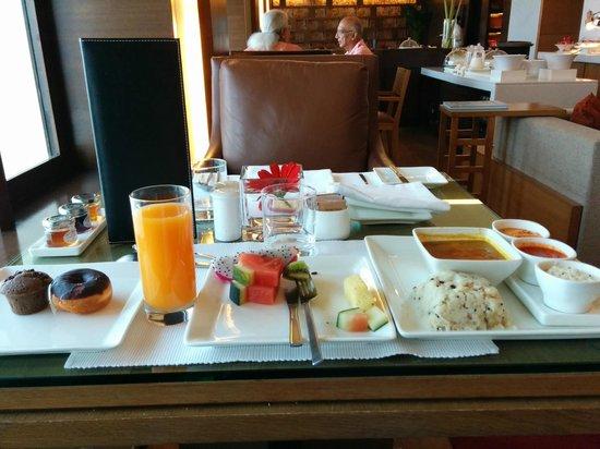 Trident, Nariman Point: Breakfast buffet at floor 28.