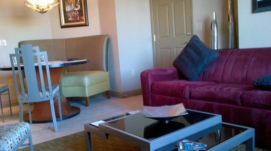 Bluegreen Club 36: Living room and dining area