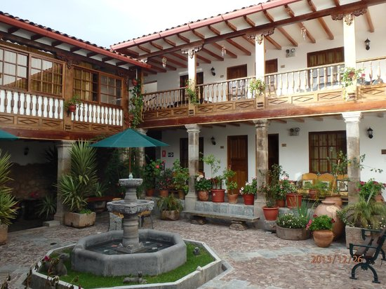 Hotel Rumi Punku: Hotel courtyard.