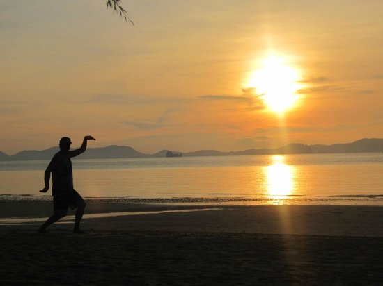 The Tubkaak Krabi Boutique Resort : Taking great shot in the sunset!