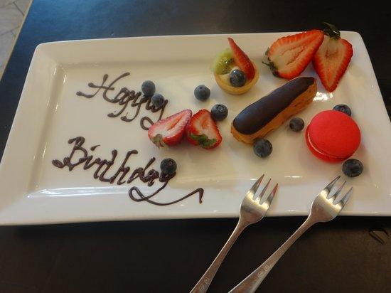 Sofitel Sydney Wentworth: birthday fruit plate
