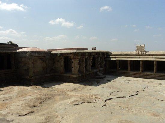 Lepakshi: temple