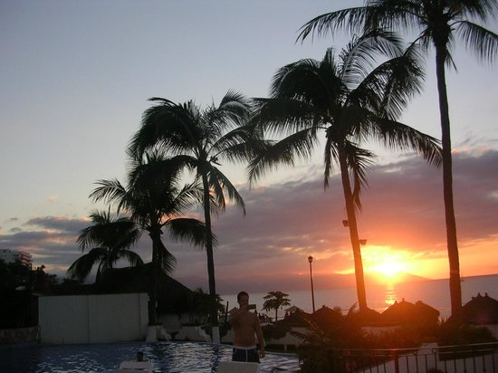 Tropicana Hotel : Sunsets are stunning, just steps from room onto beach