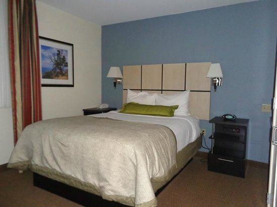 Candlewood Suites Denver - Lakewood: bed