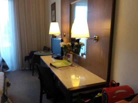 Mediterranean Beach Hotel: The room