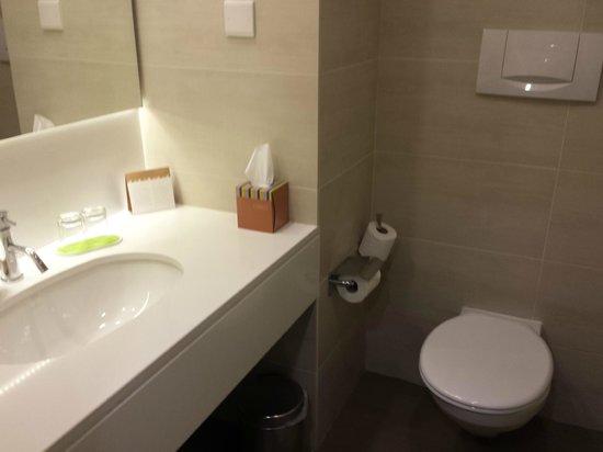 Mediterranean Beach Hotel: WC