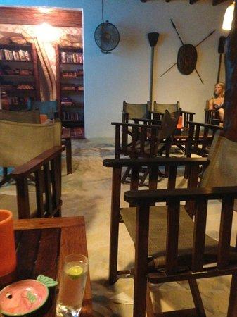Constance Tsarabanjina: Bar area
