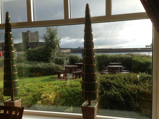 Premier Inn Carrickfergus Hotel: A view over the bay looking out from the breakfast table in the restaurant of the hotel