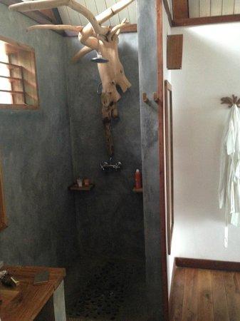 Constance Tsarabanjina: Shower
