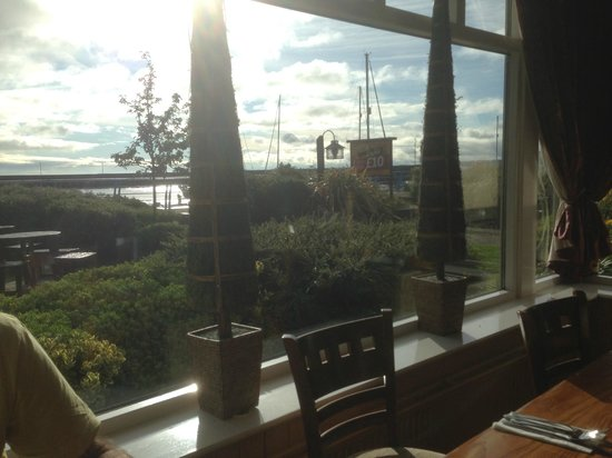 Premier Inn Carrickfergus Hotel: A view from the breakfast table in the restaurant