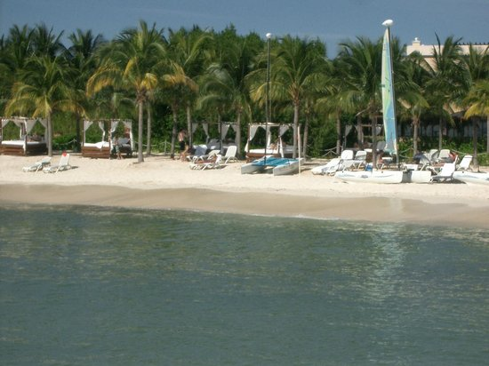 Hacienda Tres Rios : Beach area with cabanas