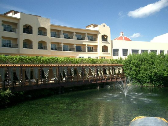 Hacienda Tres Rios : Main hotel area and river