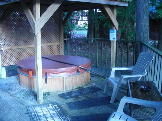 Robin Hood Village: Hot tub