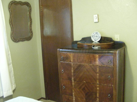 Robin Hood Village: Bedroom Bureau And Closet