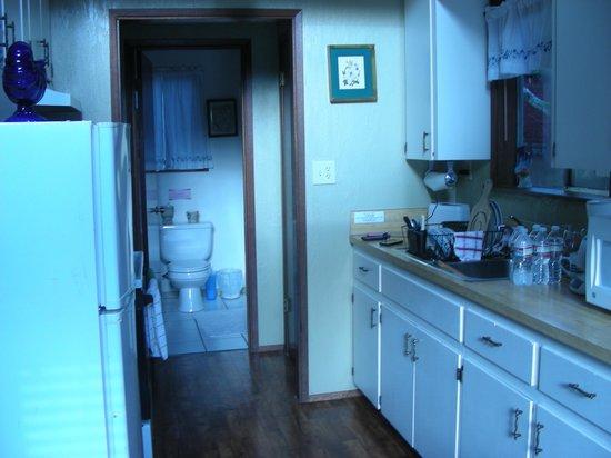 Robin Hood Village: Kitchen and bath