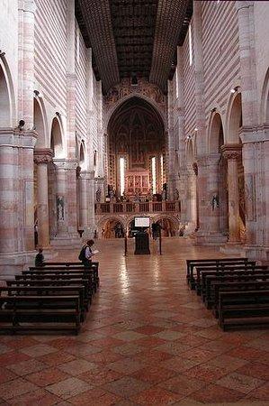 Basilica di San Zeno Maggiore: Интерьер базилики