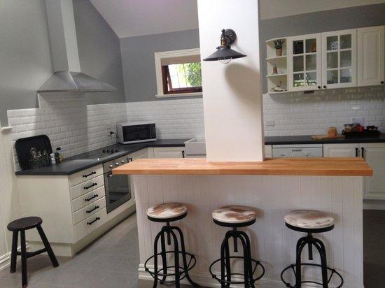Oak Tree Lodge Luxury B&B: kitchen area of the Oak Leaf room