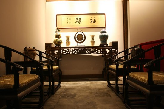 Shichahai Sandalwood Boutique Hotel: dinning area of premium suite
