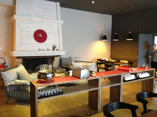 Hotel Le Faucigny: Breakfast in the dining room